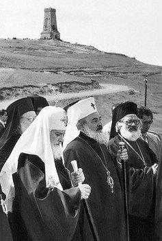 Patriarhul Alexie I al Rusiei alături de Patriarhul Chiril al Bulgariei